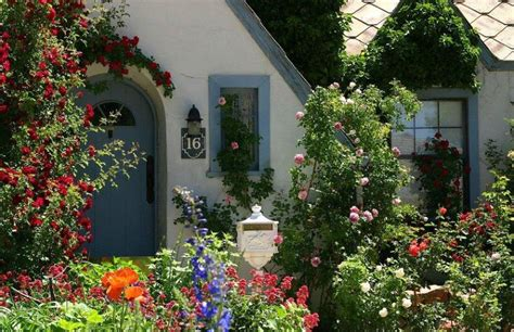 Stunning Country Cottage Gardens Ideas 24 - DecoRelated