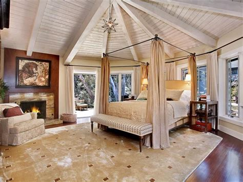 Gorgeous Master Bedrooms with Hardwood Floors • Art of the